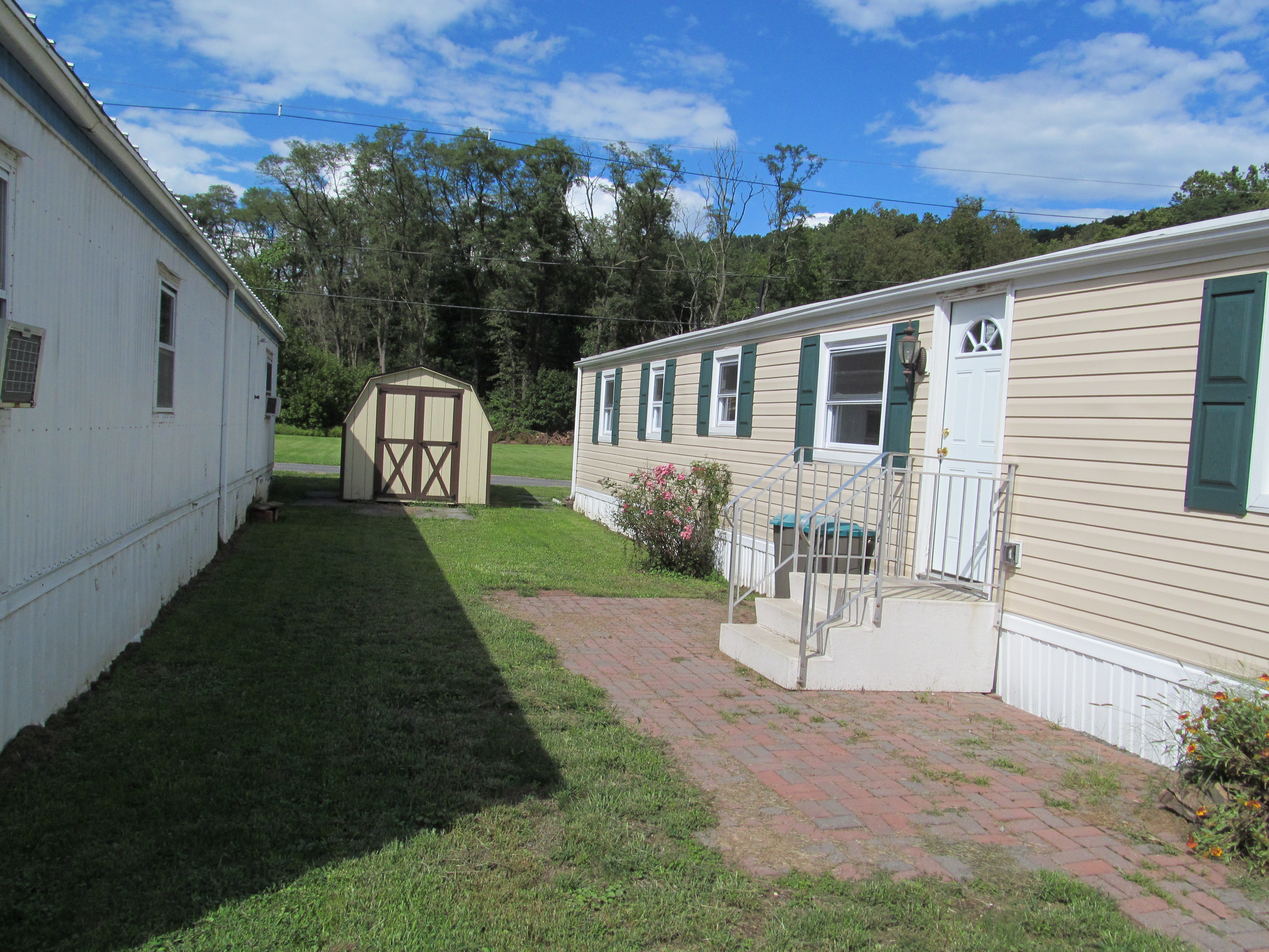 mobile home improvement side with shed